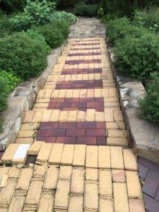 Лестница с покрытием из клинкерной брусчатки до ремонта